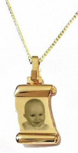 Médaillon parchemin Plaqué or avec la chaîne