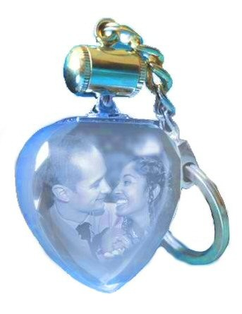 Porte clés coeur lumineux bleu.