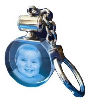 Porte clés rond lumineux bleu.