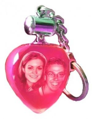 Porte clés coeur lumineux rouge.