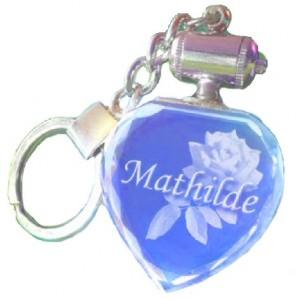 Porte clés coeur lumineux bleu. TEXTE.